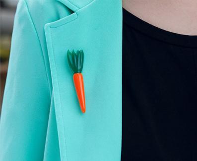 brooch Carrot - sege Morka